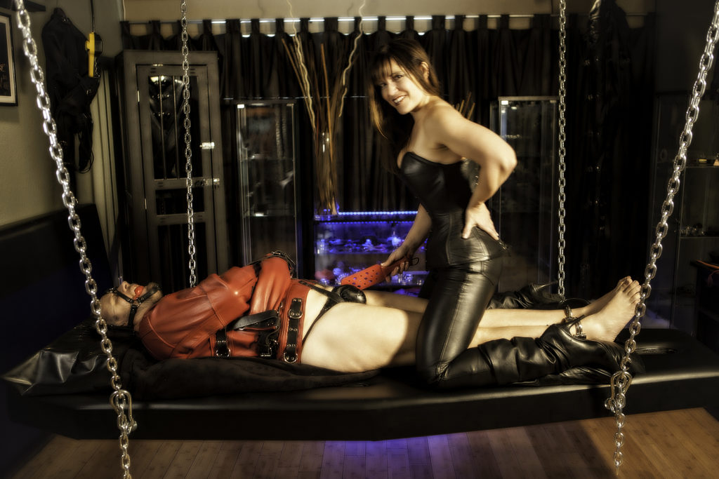 suppend bondage bed play